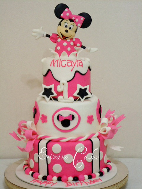Minnie Mouse Cake 1