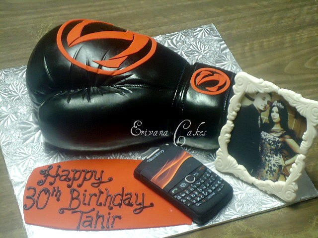 Black Boxing Glove Cake (SP004)