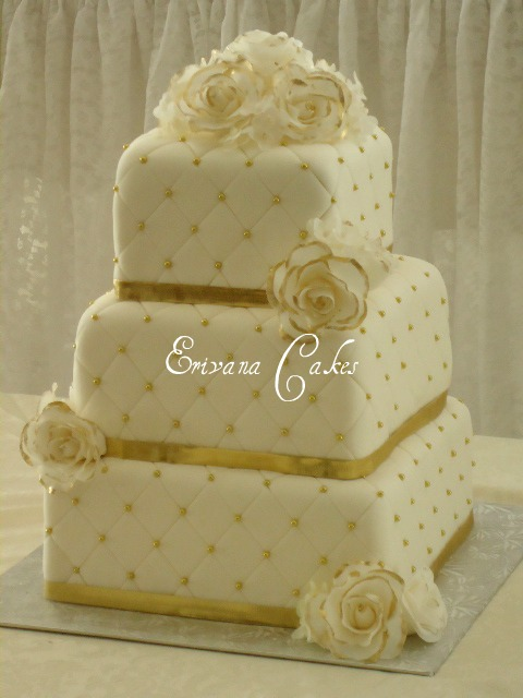 White And Gold Wedding Cake W011