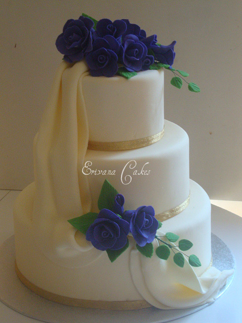 Purple and Ivory wedding cake1 (w010)
