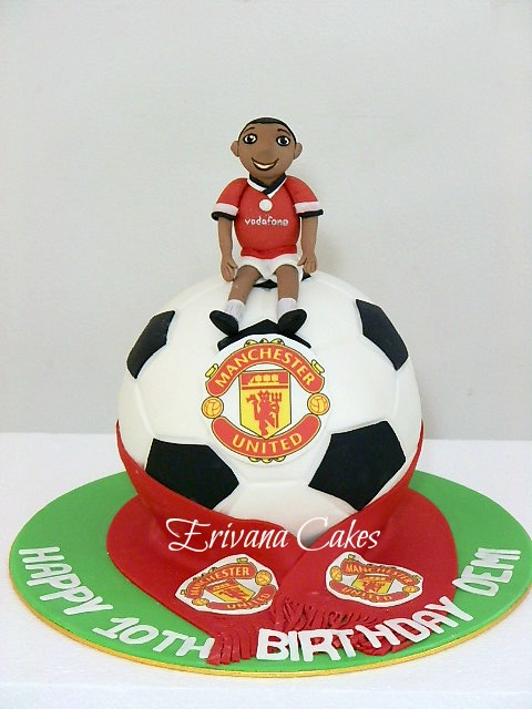 Manchester United soccerball cake